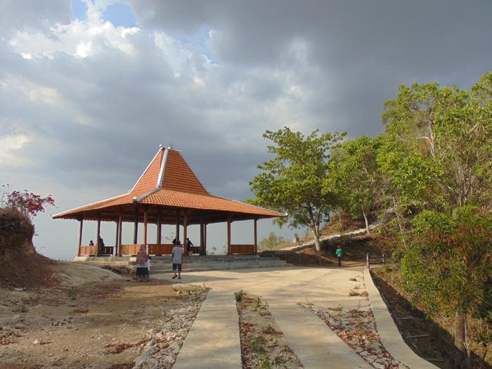 Gunung-kembar-Dusun-Gempol-Desa Jurangjero-Kecamatan-Ngawen-Kabupaten-Gunungkidul