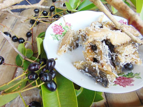 makan-tiwul-di-bukit-watu-gede