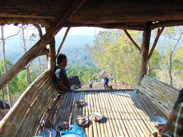 pesona-wisata-alam-bukit-watu-gede-gunung-kidul