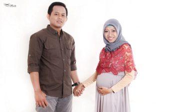 Konsep Maternity Photoshoot Indoor Muslimah Hijab
